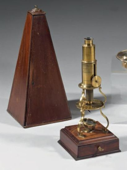 Microscope de type Edward Culpeper avec ses...