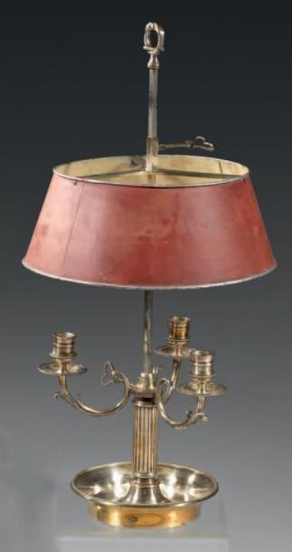 Lampe bouillotte en bronze ciselé et argenté...