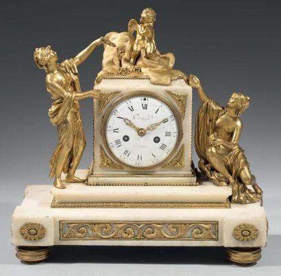 Rare pendule en marbre blanc et bronze ciselé...