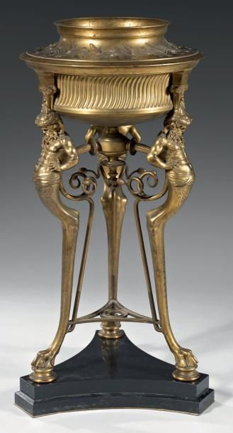 Brûle-parfum tripode en bronze ciselé et...