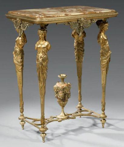 Table de salon, en bronze ciselé et doré,...