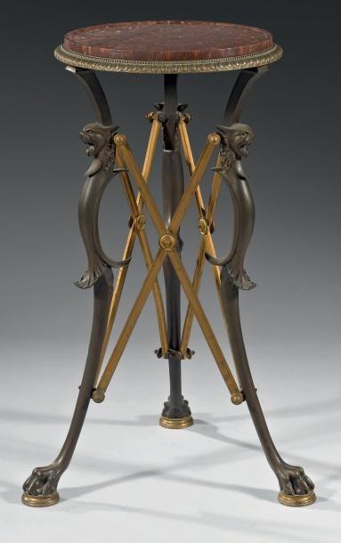 Guéridon néoclassique en bronze patiné et...