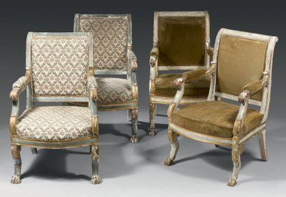 Suite de quatre fauteuils à dossier renversé...