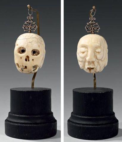 Memento Mori en ivoire sculpté double face,...