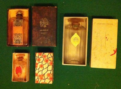 Lot de trois flacons de parfum des années...