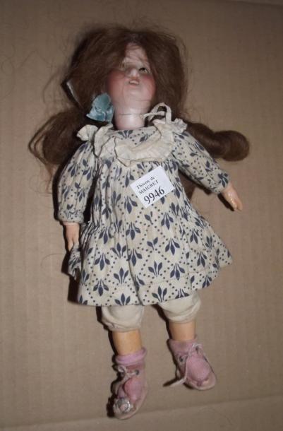 Petite poupée ALLEMANDE, tête en porcelaine,...