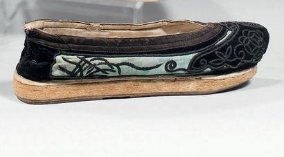Paire de chaussures de mandarin, Chine, XIXème...