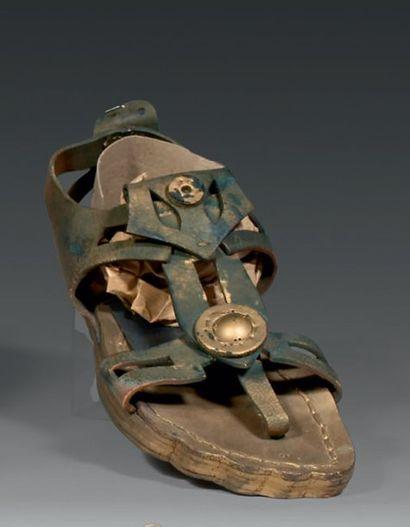 Deux modèles de sandale de Romain pour le...
