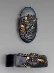Fuchi-kashira en shakudo, à décor en taka...