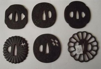 Lot de six tsuba en fer (forme et décor ...