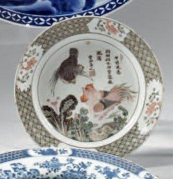 CHINE - EPOQUE KANGXI (1662 - 1722) Plat de forme ronde en porcelaine blanche décorée...