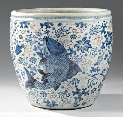 CHINE - EPOQUE KANGXI (1662 - 1722) Vasque en porcelaine blanche décorée en bleu...