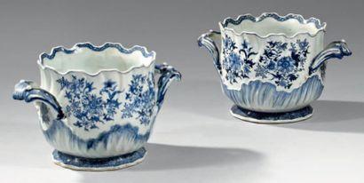 CHINE - Epoque QIANLONG (1736 - 1795) Paire de rafraichissoirs en porcelaine blanche...