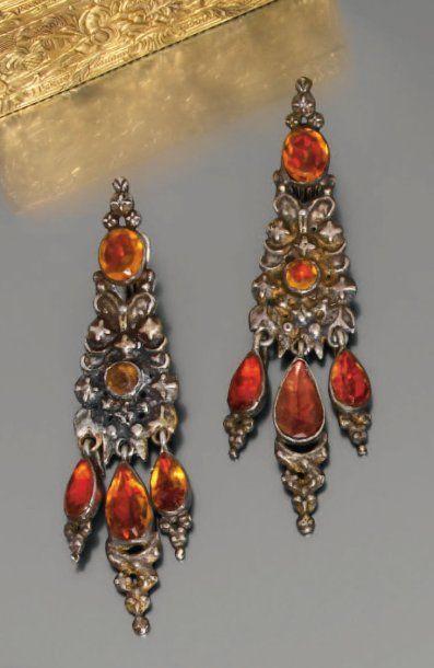 Belle paire de pendants d'oreilles en argent...