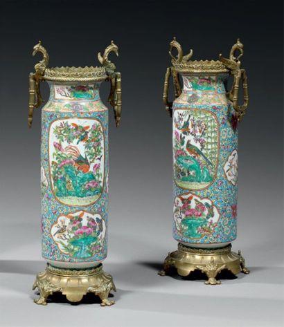 CHINE Paire de vases rouleaux décorés en...