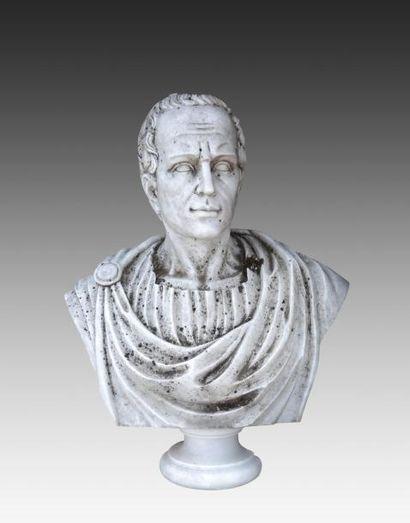 Buste d'empereur romain « César » en marbre...