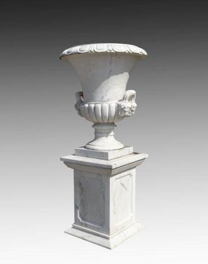 Paire de vases Médicis en marbre blanc, corps...