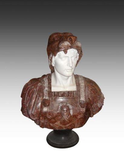 Buste de centurion, la tête couverte d'une...