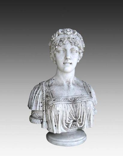 Buste de Madame Récamier ( ? )En marbre blanc...