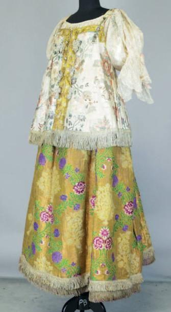 Costume porté par madame X... sur son portrait...