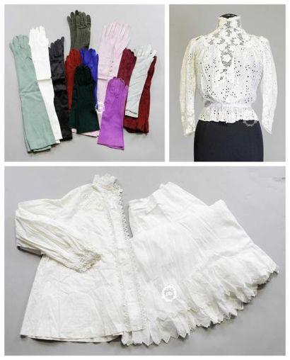 Lot de sous-vêtements, circa 1900, comprenant...