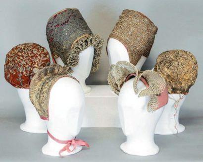 Lot de six coiffes traditionnelles russes,...