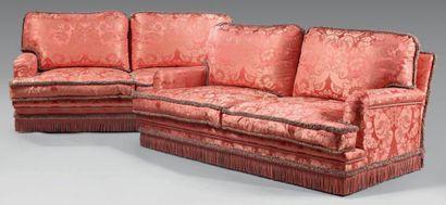 Paire de canapés confortables, en soie damassée...