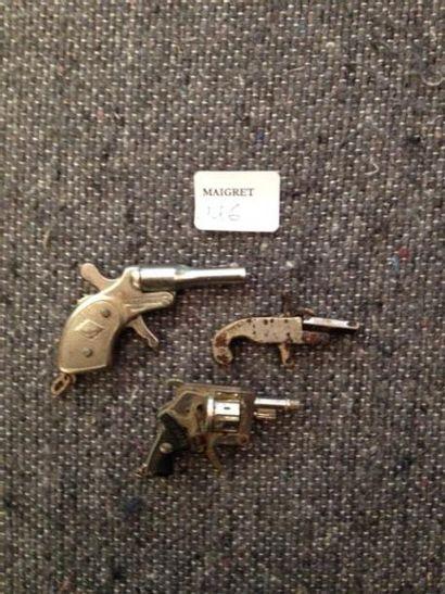Deux pistolets et un revolver miniature Début...