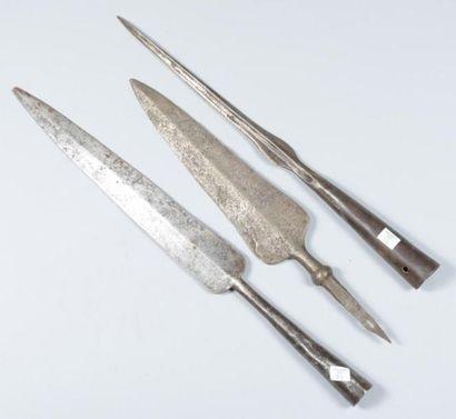 Lot de trois piques de lance, dont une révolutionnaire...
