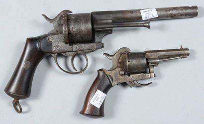 Deux revolvers à broche système Lefaucheux,...