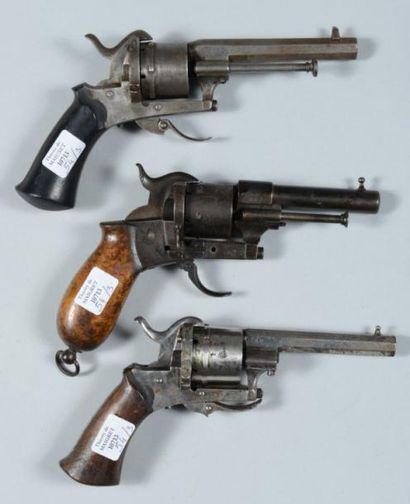 Trois petits revolvers à broche système Lefaucheux, calibre 8mm (mécanique à revoir...