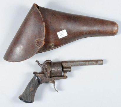 Revolver à broche système Lefaucheux, calibre 10mm, avec son étui (Assez bon ét...
