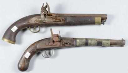 Deux pistolets de style (mauvais état)