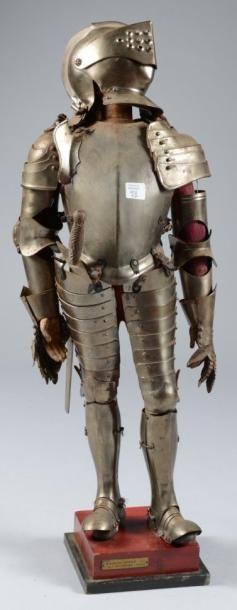 Armure miniature de style XVIe; H: 58 cm...