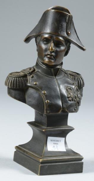 Petit buste en bronze représentant l?Empereur...