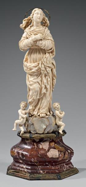 Très belle Vierge d'Assomption en ivoire...
