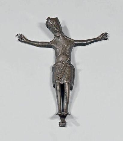 Christ en croix en laiton fondu. L'anatomie...