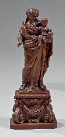 Vierge à l'Enfant bénissant en buis sculpté...
