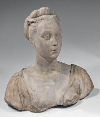 Gracieux buste d'une femme en terre cuite...