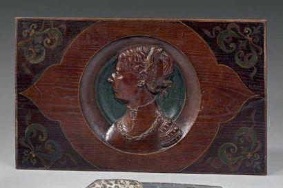 Panneau décoratif en bois sculpté polychrome...