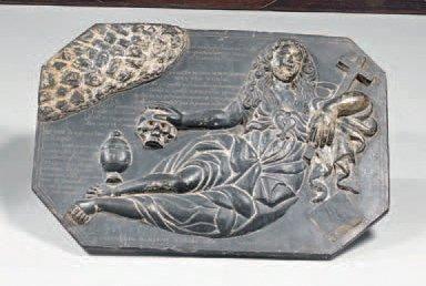 Bas-relief en ardoise sculpté représentant...