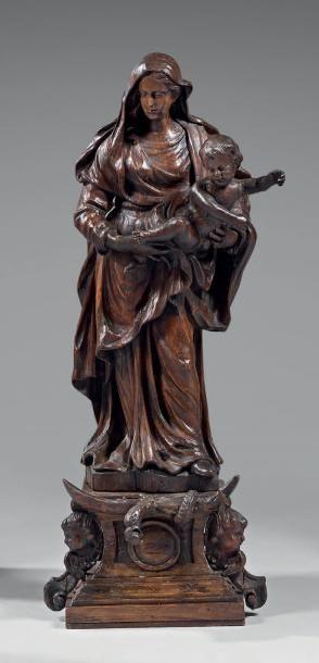 Vierge à l'enfant en bois sculpté et patiné....