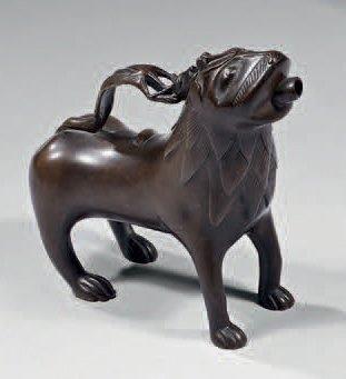 Aquamanile en forme de lion en bronze. Notre...