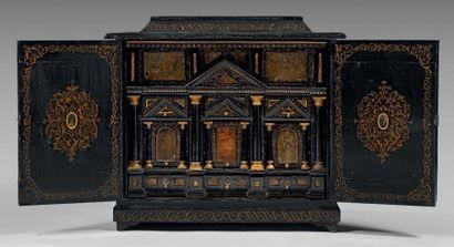Elégant cabinet en placage de bois noirci...