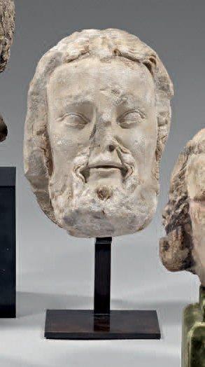 Belle tête d'homme, un apôtre? en pierre...
