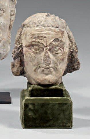 Belle tête d'homme en pierre calcaire sculptée...