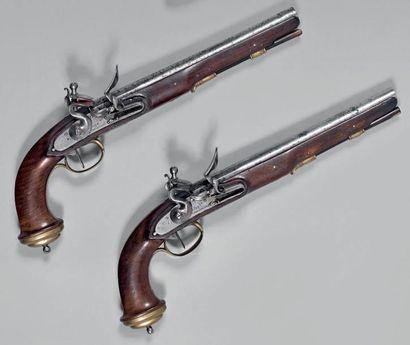 Rare paire de pistolets d'arçon à silex d'officier...