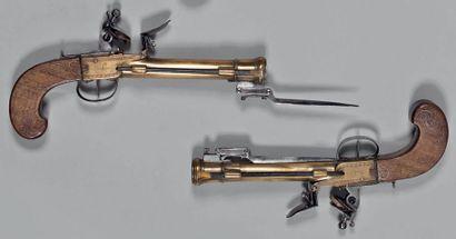 Paire de pistolets à silex de marine ou de...