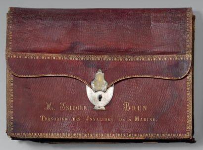 Portefeuille en maroquin rouge doré aux fers, marqué, sur le devant, en lettres...