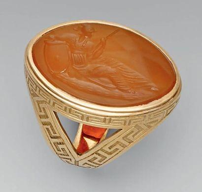 Bague d'officier en or, gravée de grecques;...